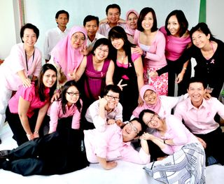 Malaysia_wearing it pink group shot